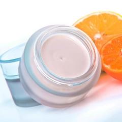 Conheça os benefícios de 4 vitaminas para a sua pele