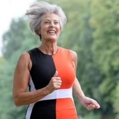 Dra. Gabriella Albuquerque dá dicas para idosos amenizarem os efeitos do sol na pele