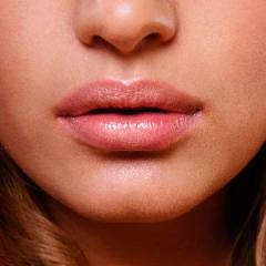Saiba as diferentes técnicas para conseguir lábios maiores
