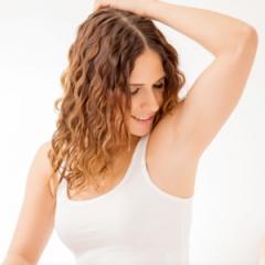 Dá ruim usar desodorante antes e depois da depilação? Uma dermatologista te conta!