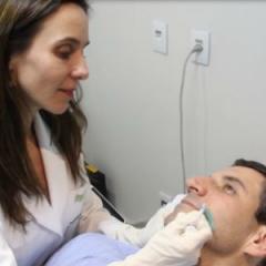 Preenchimento natural da face com hidroxiapatita de cálcio